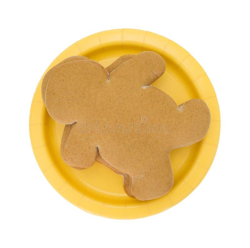 一张黄色纸碟顶视图的姜饼人 库存图片