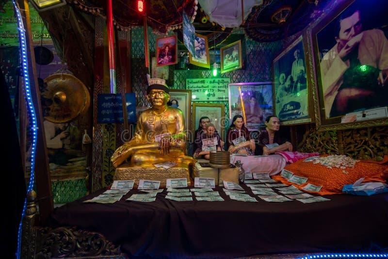 一房子著名nat在登上波帕岛顶部的寺庙在曼德勒缅甸 库存图片