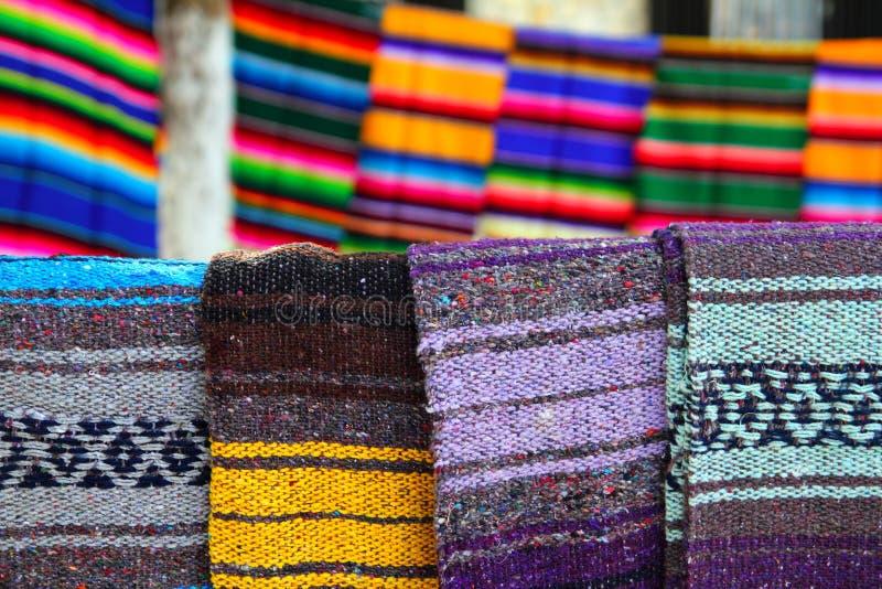 一揽子五颜六色的墨西哥模式serape 免版税库存图片