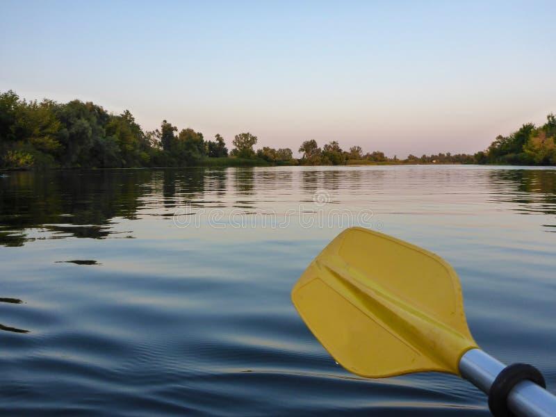 一支黄色皮船桨的特写镜头 库存照片