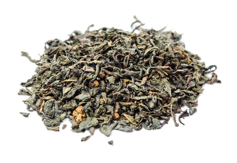 一束与味道的干绿色未压缩的茶 免版税图库摄影