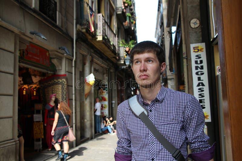 一条不熟悉的街道的人 库存照片
