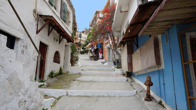一条五颜六色的街道在Parga,希腊 图库摄影