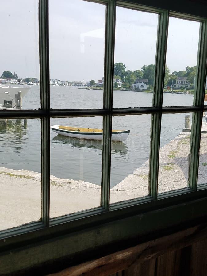 一条孤立小船 库存图片