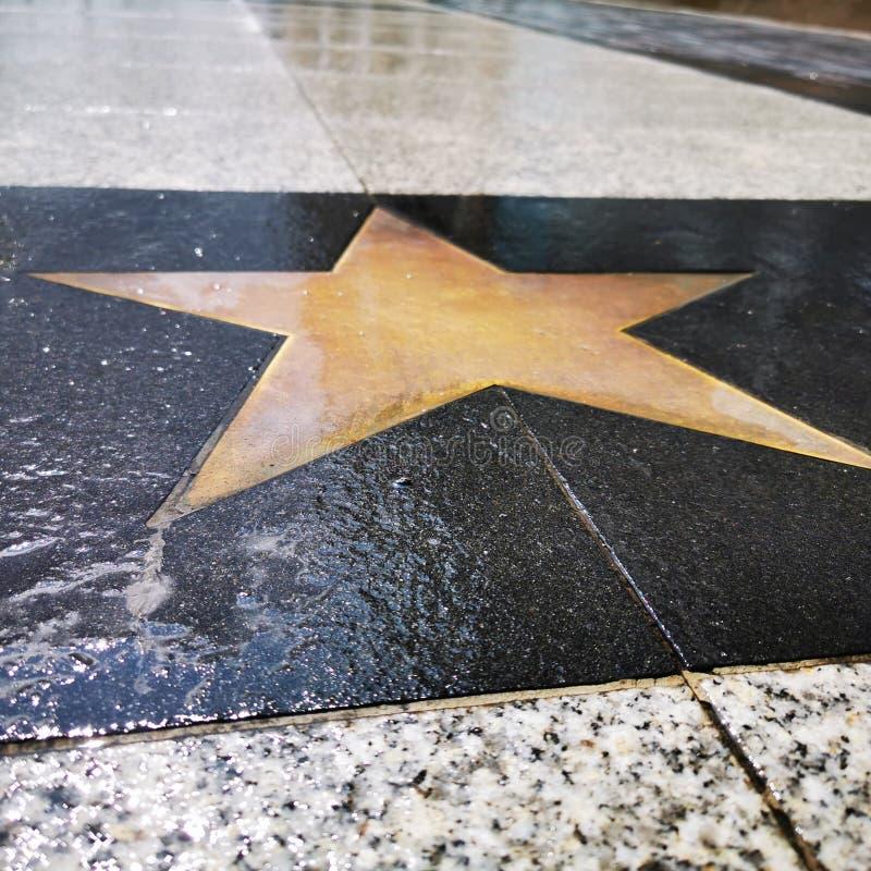 一条小径的表面上的一个空的星,象在好莱坞大道的星 库存例证