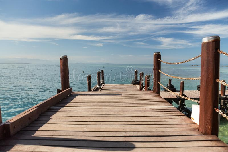 一条木木板走道在亚庇在马来西亚 库存照片