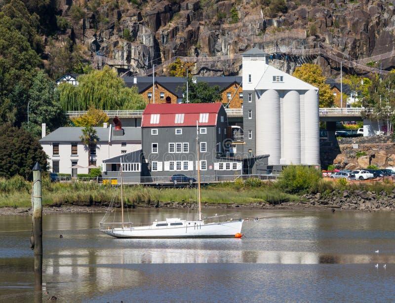 一条游艇在它玛河 库存图片