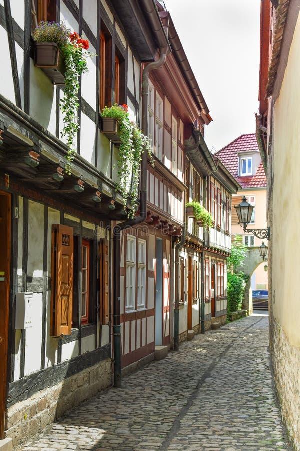 一条狭窄的街道在埃福特,德国 库存照片