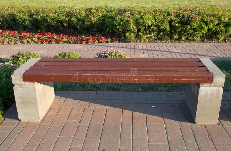 一条石凳在公园站立 图库摄影