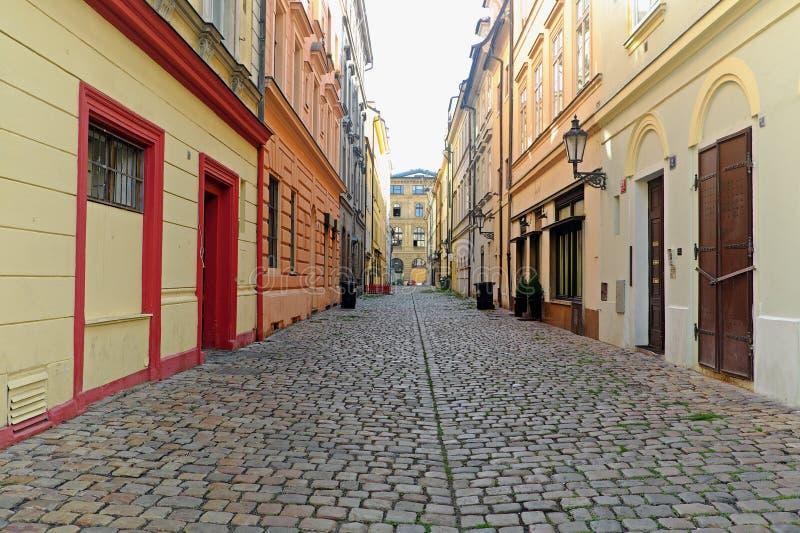一条空的车道的看法在布拉格 免版税库存照片