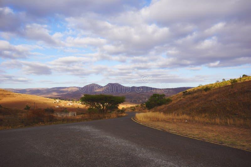 一条空的非洲路的看法 库存照片