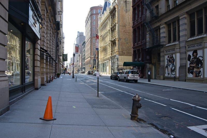 一条空的crosstown街道在纽约 免版税库存照片