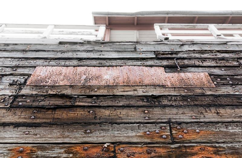一条老小船的被修补的边 免版税库存图片