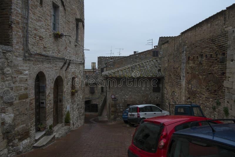 一条街道在圣吉米尼亚诺市,意大利 图库摄影