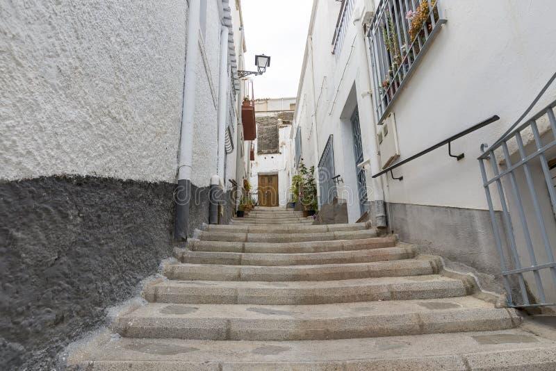 一条街道在有楼梯的阿弗拉镇 库存照片