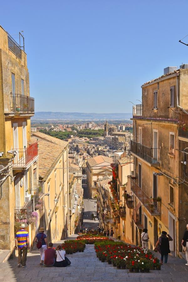一条街道在老镇希克利在意大利 免版税图库摄影