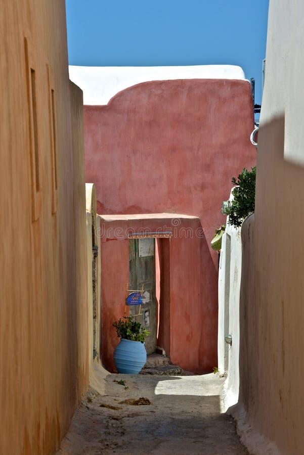 一条街道的特写镜头有色的大厦的 免版税库存照片