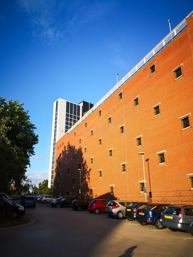 一条路和一个大厦在利物浦大学 库存照片