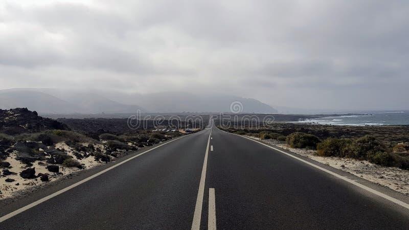 一条路在兰萨罗特岛 库存照片