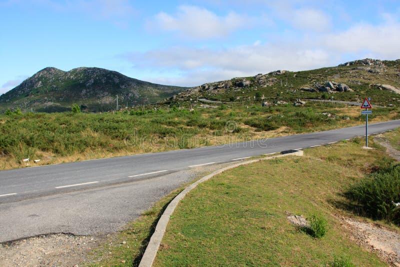一条路通过西班牙山 图库摄影