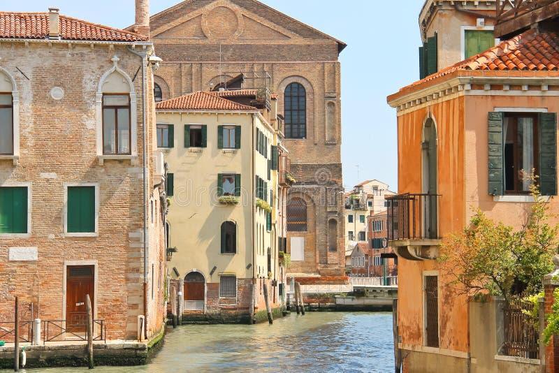 一条运河的议院在威尼斯 图库摄影