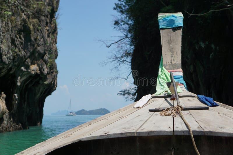 从一条长尾巴小船的一个看法在酸值洪附近 图库摄影