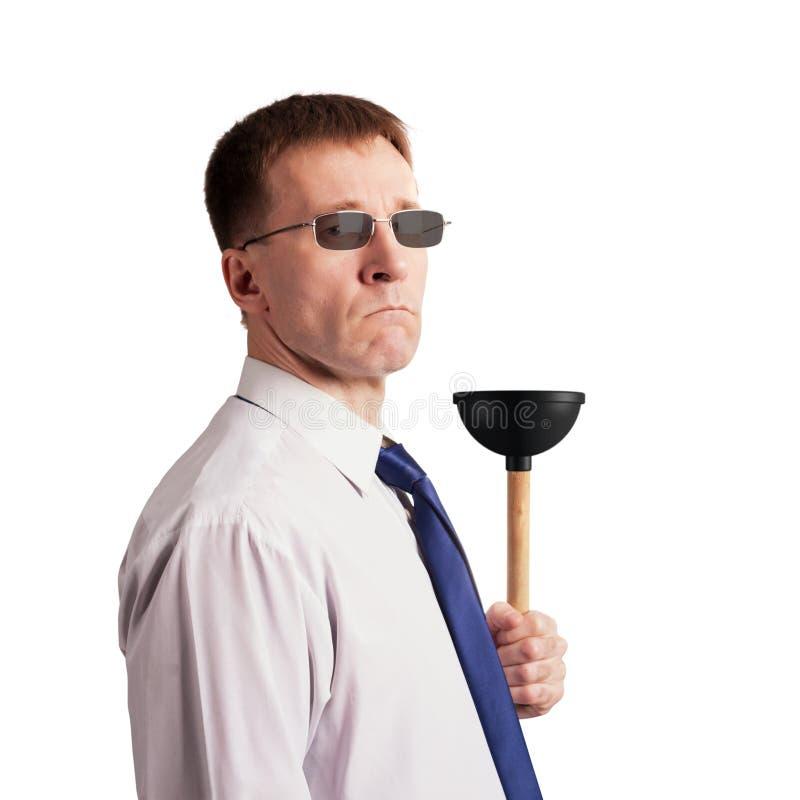 一条领带的严肃,严厉的人与一个柱塞在他的手上 查出 图库摄影
