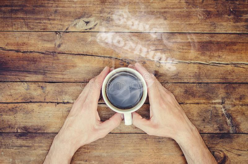 一杯咖啡和一烟早晨好 免版税图库摄影