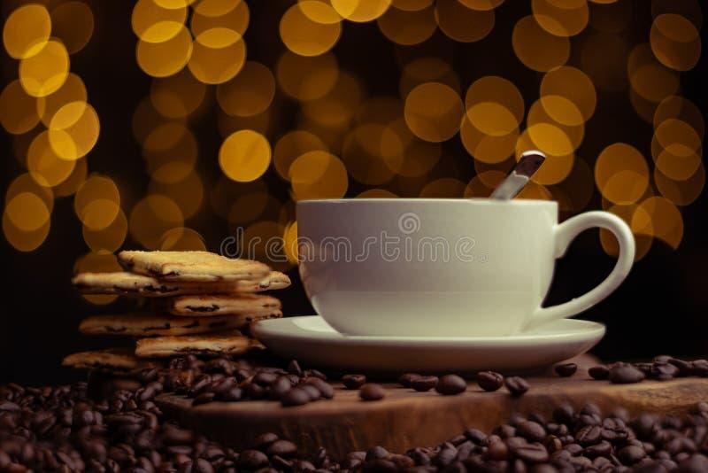 一杯热咖啡准备好供应 免版税库存照片