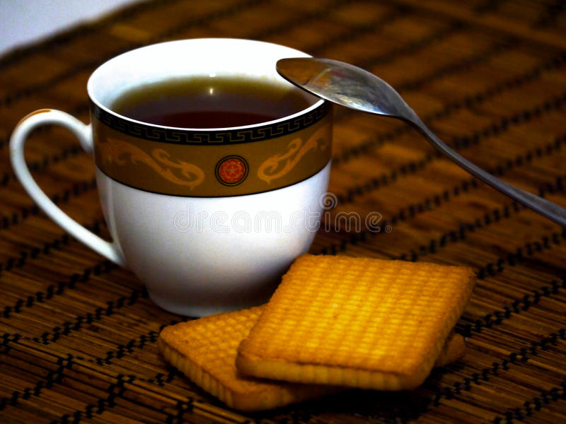 一杯茶与蛋糕的 免版税库存图片