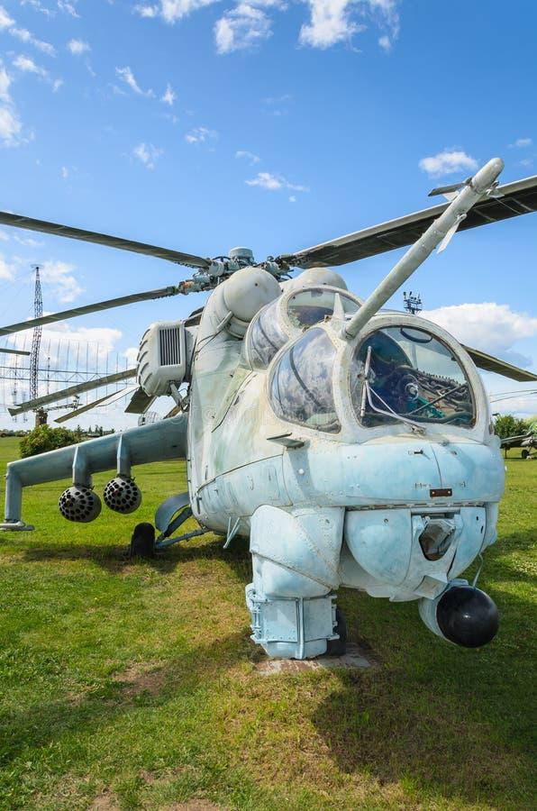 一架传奇俄国攻击用直升机的特写镜头,米-24 免版税库存图片