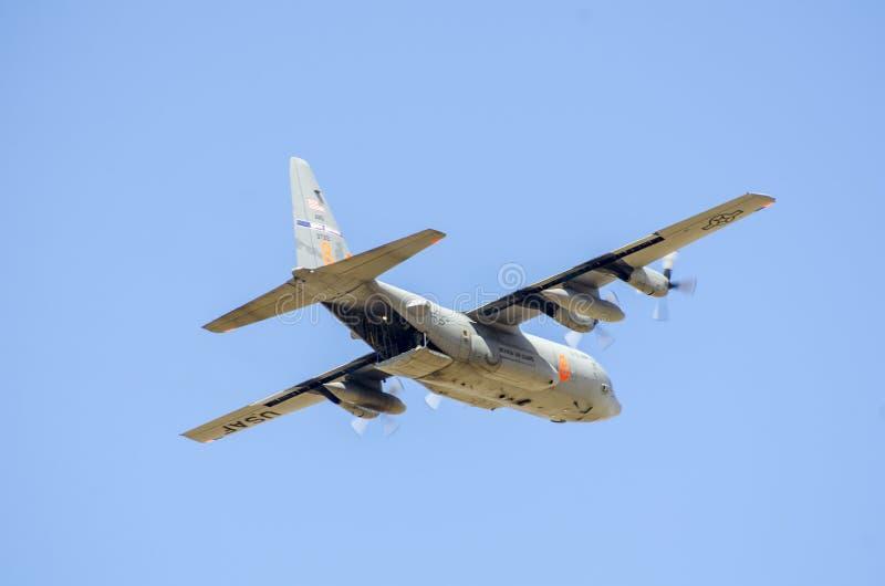 一架轰炸机在大蓝天 库存图片