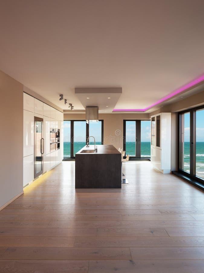 一栋现代公寓,厨房的内部有海视图 免版税库存图片