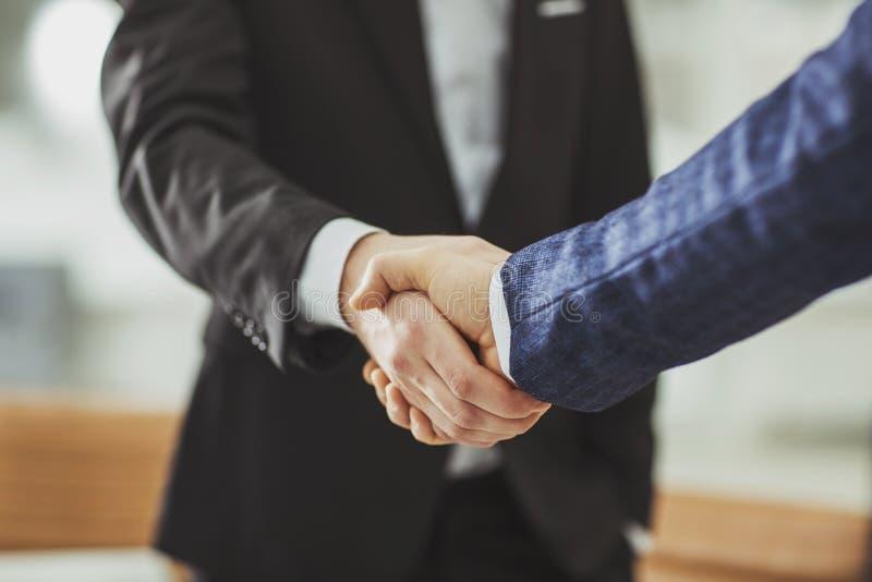 一次可靠的合作的概念:商务伙伴握手  库存图片