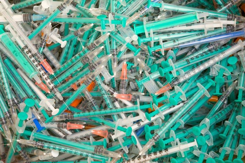 一次性医疗注射器使用的浪费 免版税图库摄影