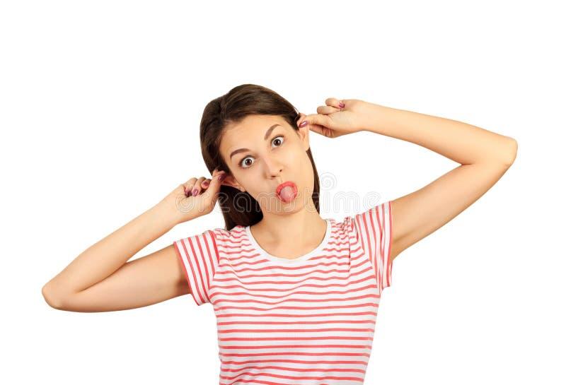 一次疯狂的妇女行动的画象显示舌头的猿反对白色演播室背景 乐趣女孩有 在wh隔绝的情感女孩 库存图片