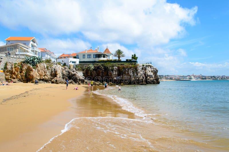 一海滩卡斯卡伊斯,里斯本镇  免版税图库摄影