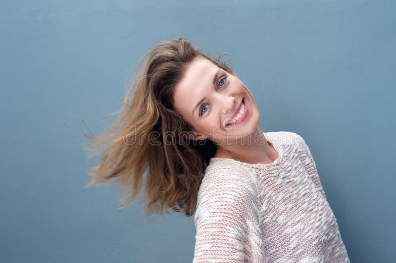 一激动美好妇女微笑的乐趣画象 免版税库存图片