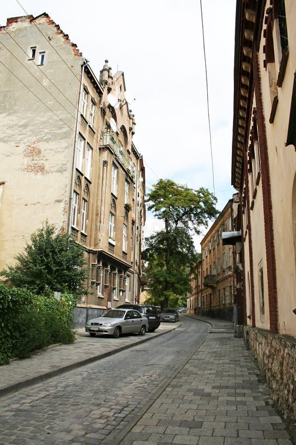 一点利沃夫州街道,有老房子和路的铺了与鹅卵石 图库摄影