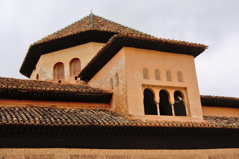 一点塔,法院狮子, NAsrid宫殿,阿尔罕布拉宫建筑学细节  库存图片