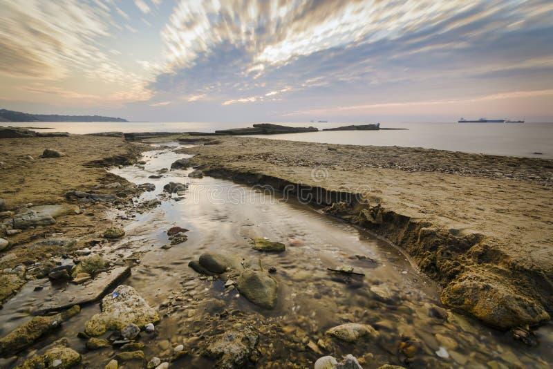 一点射流到海,日出woth充满活力五颜六色里 图库摄影
