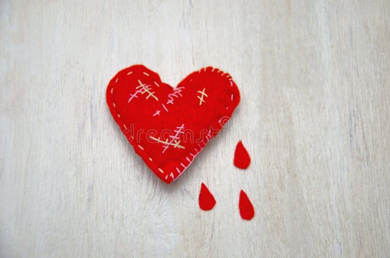 一点心脏缝了所有在伤痕哭泣的选择聚焦 免版税图库摄影