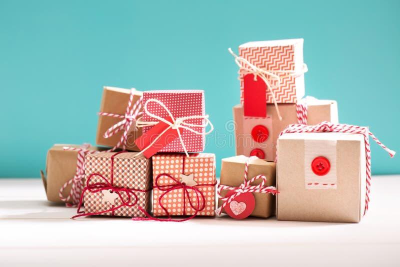 一点手工制造礼物盒的汇集 免版税库存图片