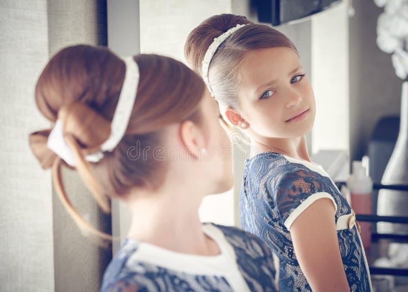 一点时尚孩子女孩 库存图片