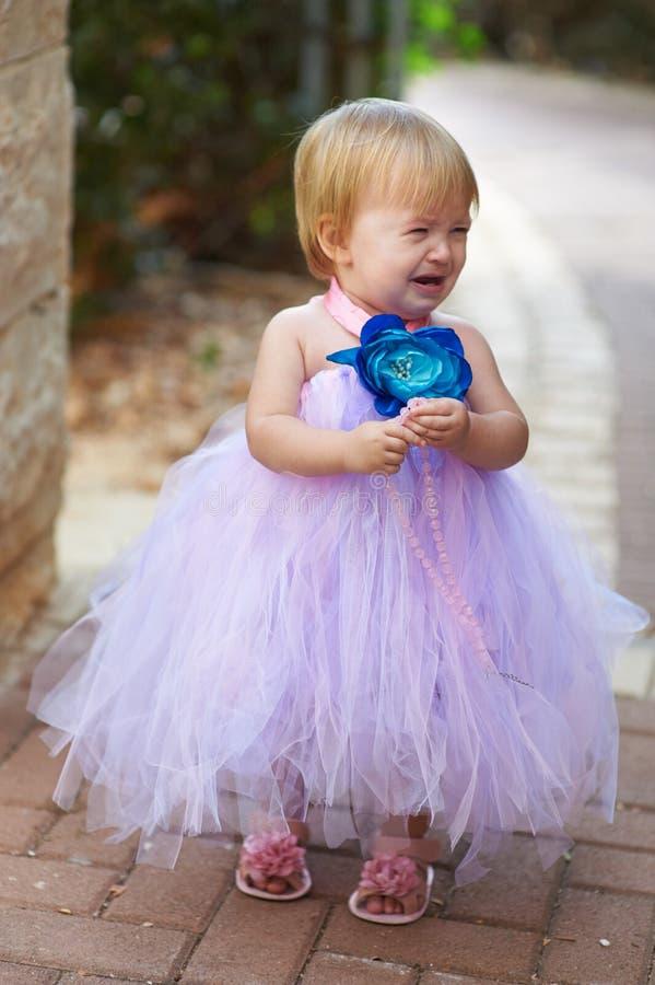 一点有小珠哭泣的俏丽的女孩 库存图片