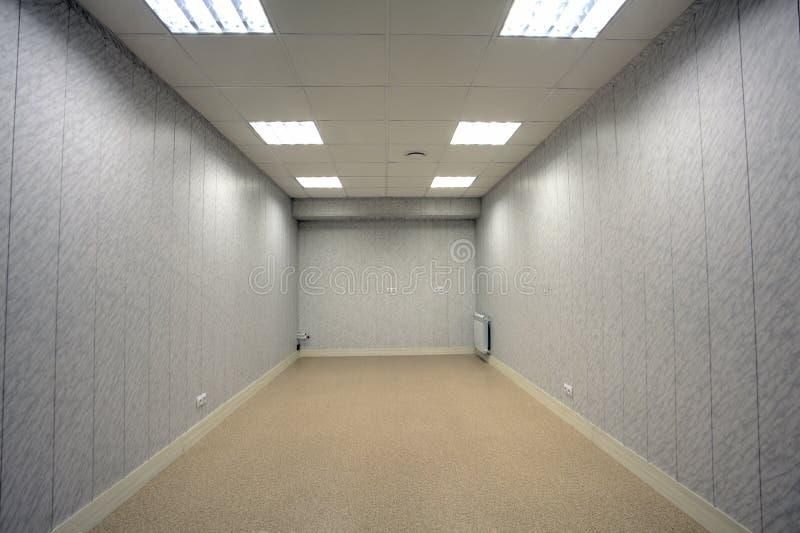 一点灰色空的室,无供给,与wa的塑料修剪 库存图片