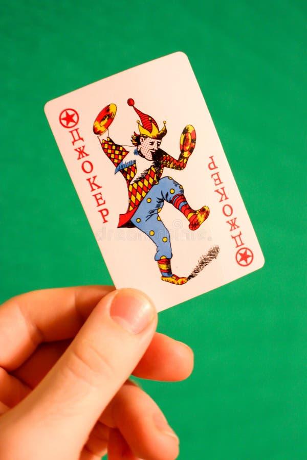 一点看板卡四比赛运气 俄国说笑话者在手中 免版税库存照片