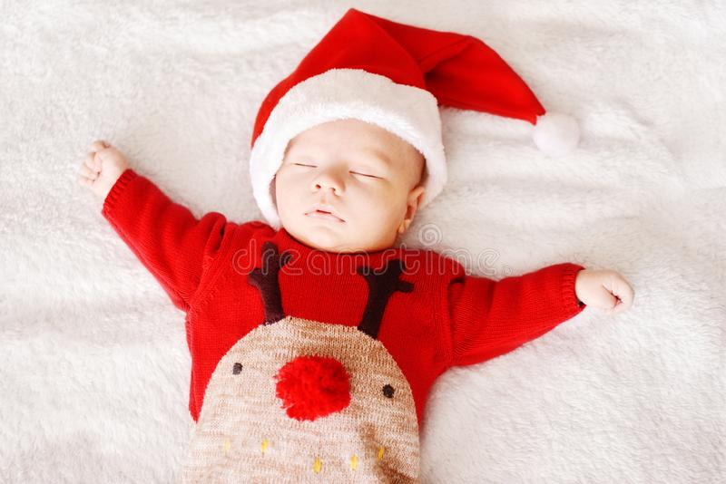 一点睡觉的婴孩圣诞老人 库存照片