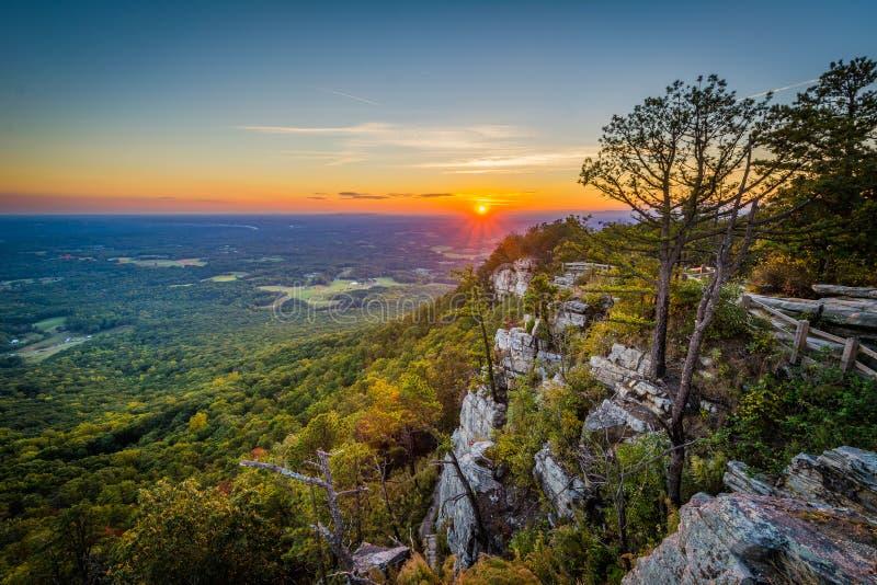 从一点石峰的日落视图俯视在试验山Stat 免版税库存图片