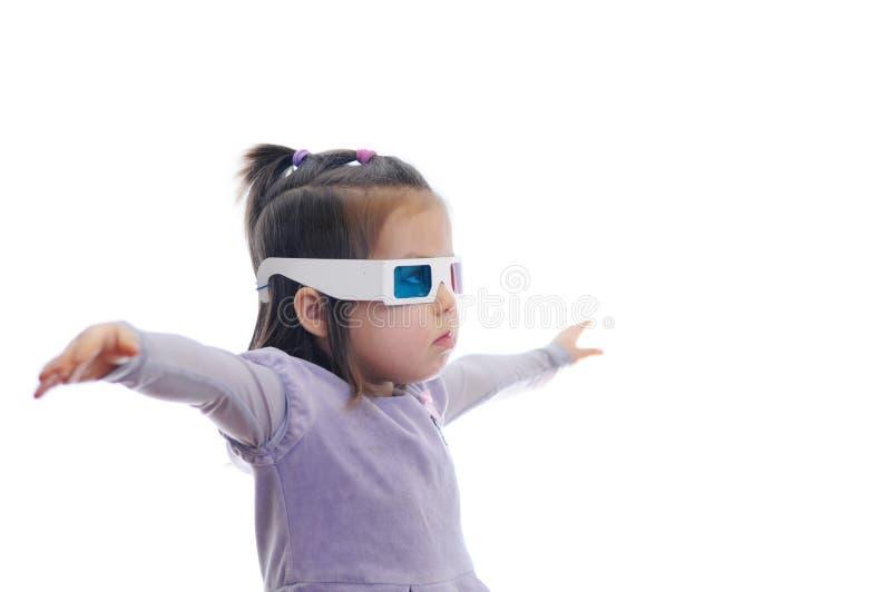 一点3D彩色立体图戏院玻璃的女婴与极化的立体声图象系统的 3D使用Google与红色和蓝眼睛 库存图片